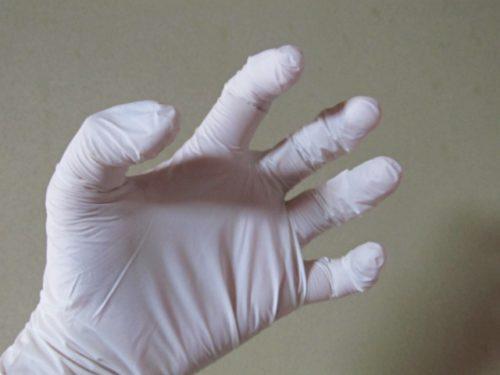 使い捨て手袋(ニトリルゴム手袋)を装着したところ3